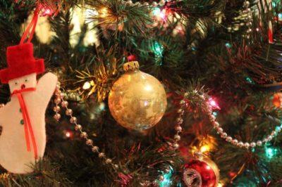 How to Hang Christmas lights