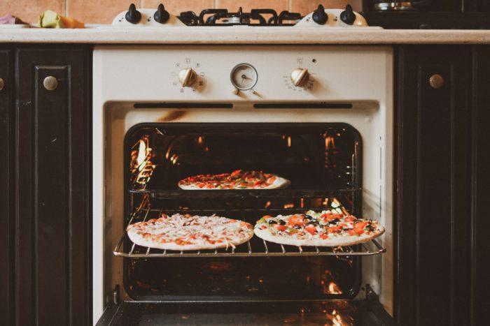 How to make a cake and pizza in a microwave oven